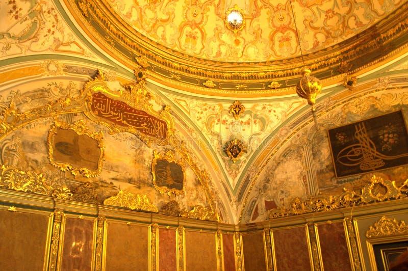 Турецкие богато украшенные стены залы стоковое изображение rf