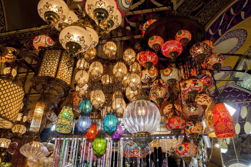Турецкие лампы в рынке в Стамбуле стоковая фотография rf