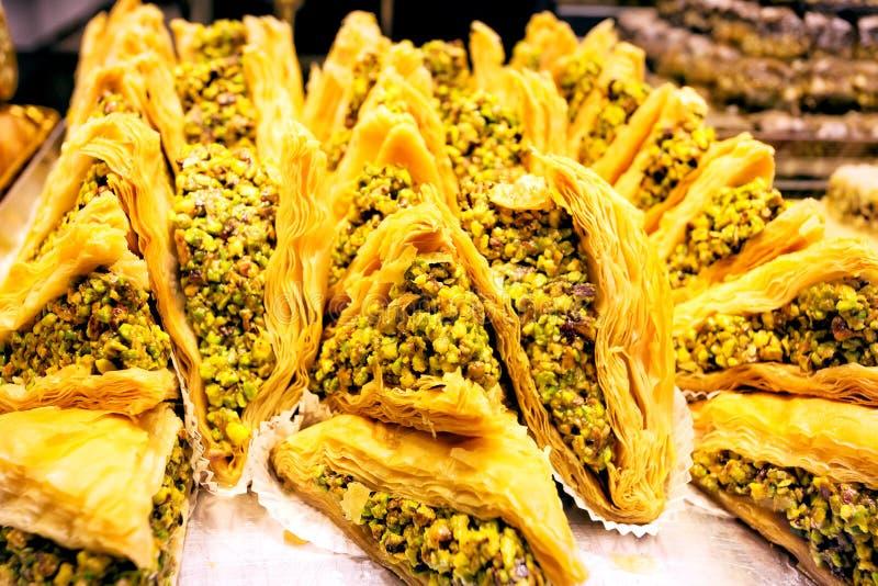 Турецкие помадки в окне магазина стоковая фотография