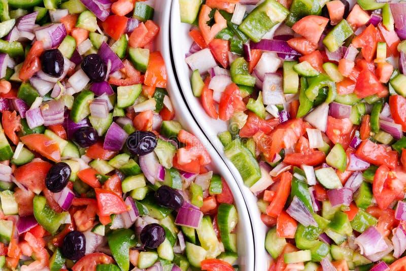 Турецкий салат чабана с и без оливок стоковые фото