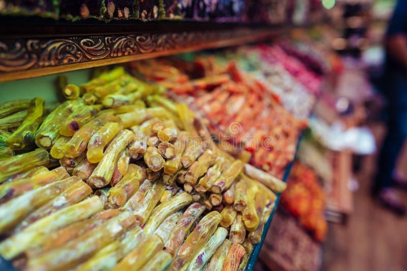 Турецкое наслаждение в базаре Стамбула грандиозном стоковые фотографии rf
