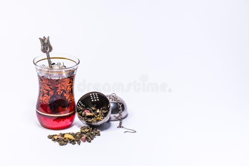 Турецкое стеклянное infuser и чай манго зеленый стоковая фотография rf
