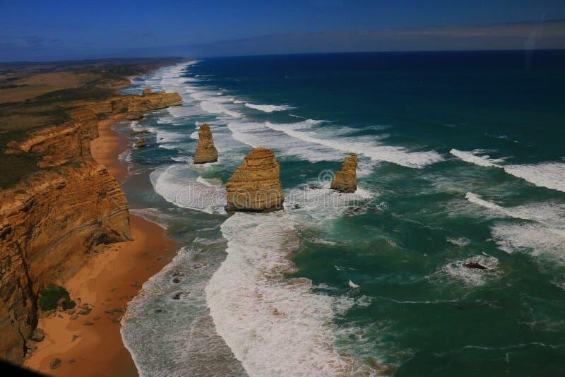 Туризм Австралии, взгляд больших апостолов океана 12 ареальный стоковое изображение
