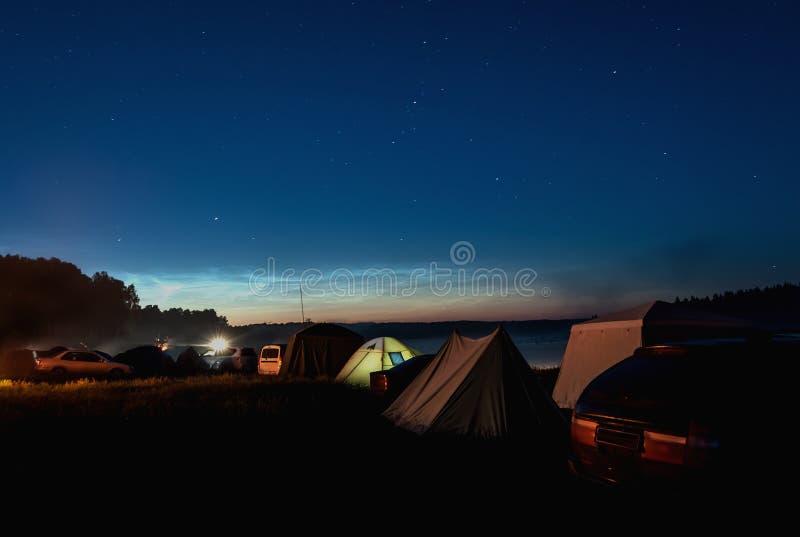 Туризм шатра неба звезды озера стоковые фотографии rf