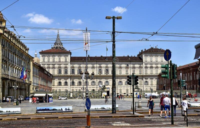 Турин, Италия Взгляд королевского дворца от через Pietro Micca стоковое изображение