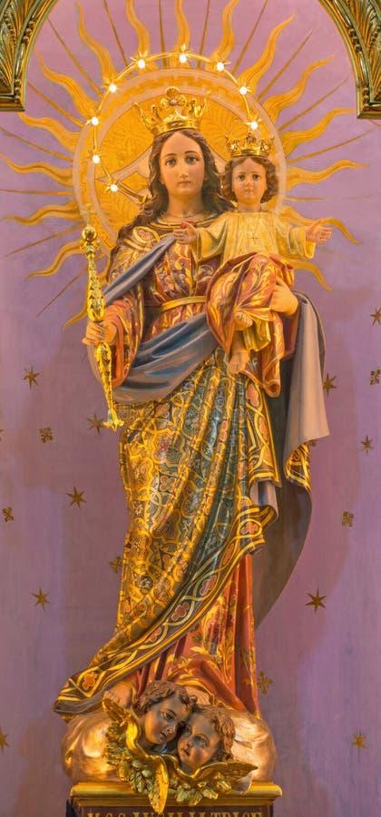 ТУРИН, ИТАЛИЯ - 15-ОЕ МАРТА 2017: Высекаенная polychrome статуя помощи Madonna Mary христиан в базилике Марии Ausiliat церков стоковое фото