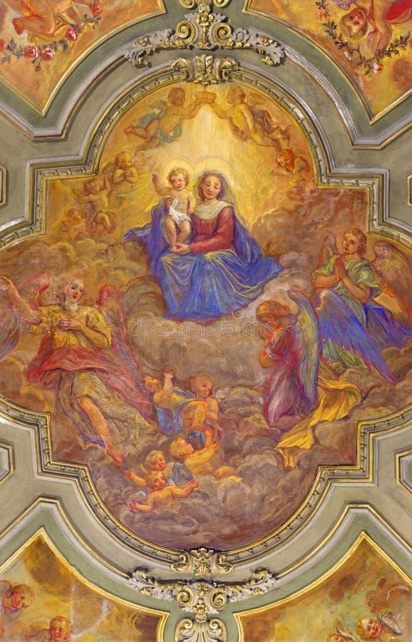 ТУРИН, ИТАЛИЯ - 14-ОЕ МАРТА 2017: Потолочная фреска Madonna среди ангелов в церков Chiesa di Сан Francesco стоковые фотографии rf