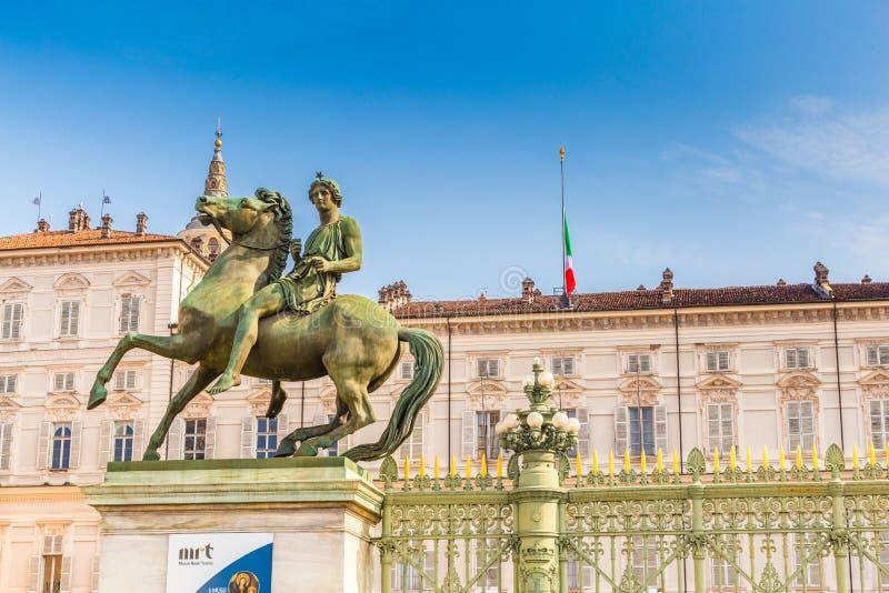 Турин, Италия, Пьемонт, 19-ое августа 2017 Фасад королевского стоковые изображения