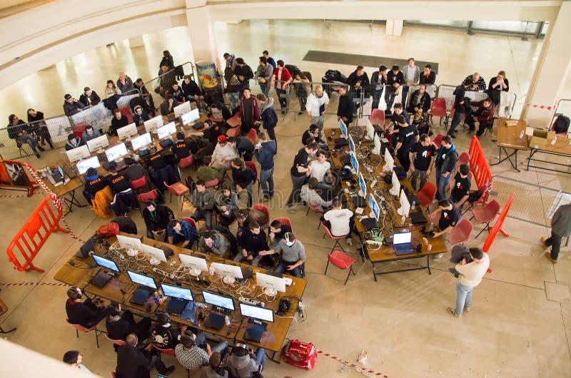 Турин, Италия, 10-ое марта 2013: Много молодые люди partecipating к стоковое изображение