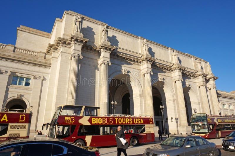 Туристические автобусы на станции соединения стоковое фото rf