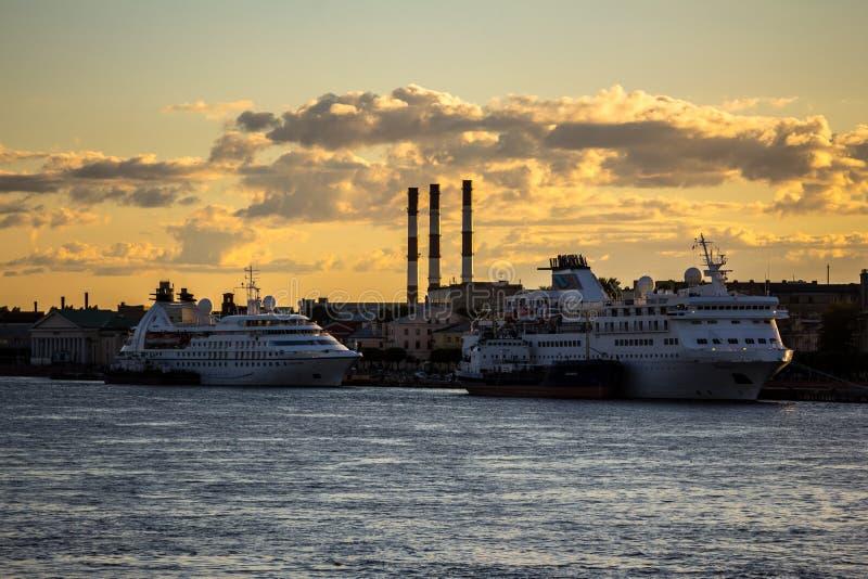 Туристические судна стоковые изображения rf