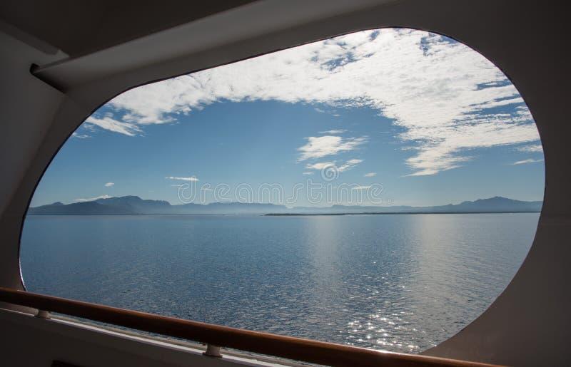 Туристическое судно: Взгляд Тихого океана стоковые фотографии rf