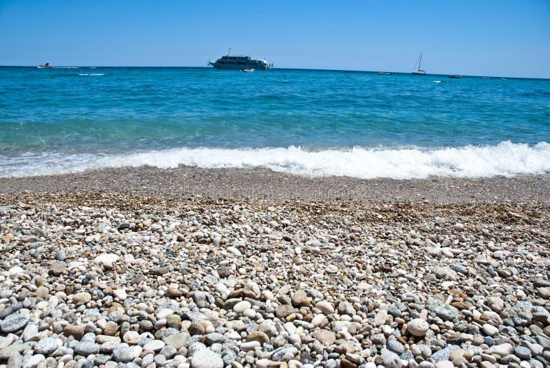 туристическое судно пляжа стоковые изображения rf
