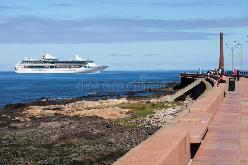 Туристическое судно, Монтевидео стоковая фотография rf