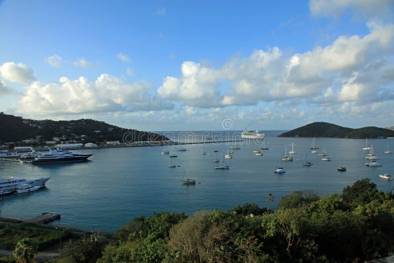 Туристическое судно приезжая в St. Thomas стоковое изображение rf