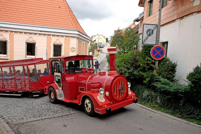 Туристская поездка на поезде вокруг города для развлечений и sightse стоковое изображение