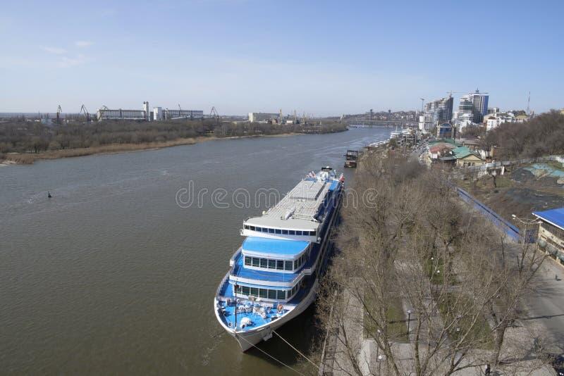 Туристские корабли в порте на Доне подготавливают для su стоковое фото
