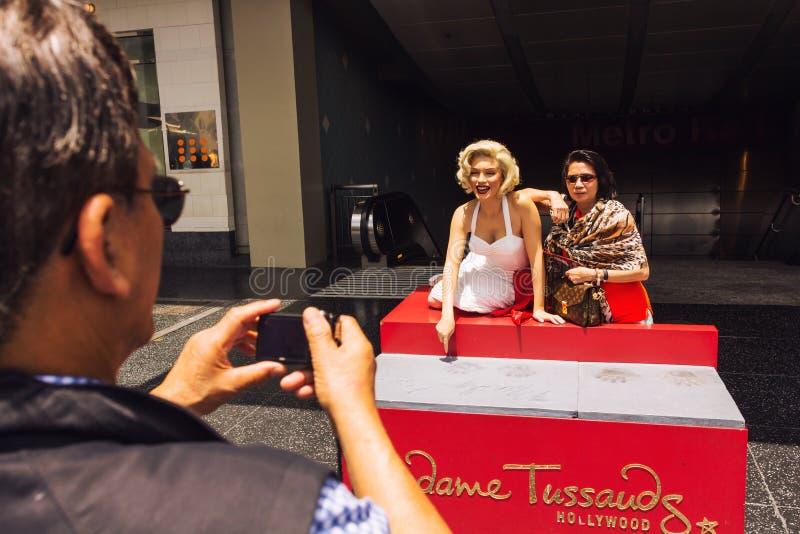 Туристское принимая фото с Мерилин Монро стоковые фотографии rf