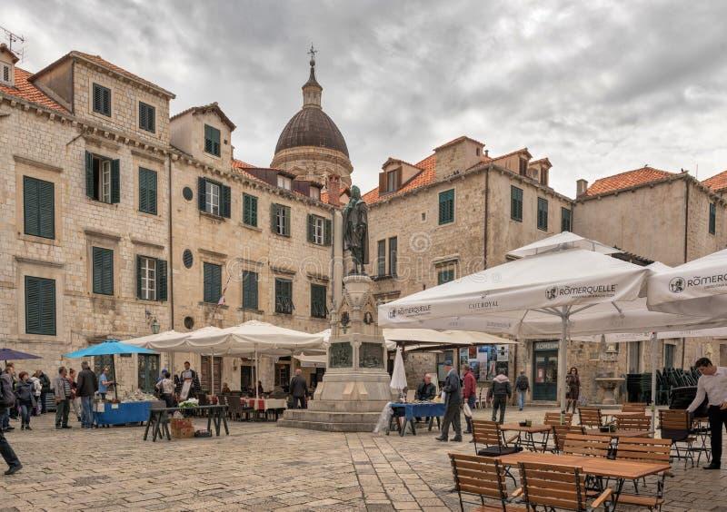 Туристы в Дубровнике стоковая фотография
