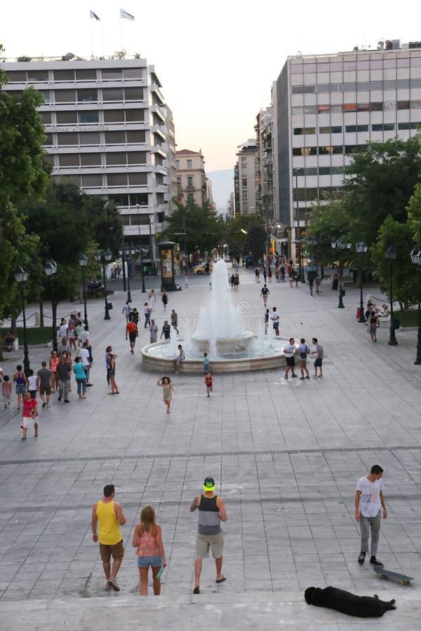Туристы наслаждаются на Афинах, Греции стоковое изображение