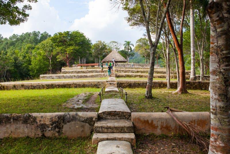 Туристы на бывшем кофе обрабатывают землю, Buena Vista, Las Terrazas, Pinar стоковая фотография