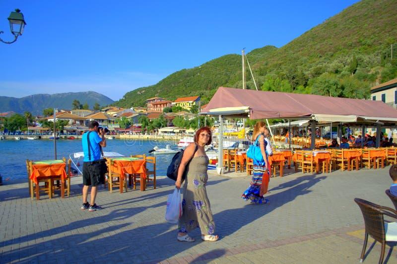 Туристы на греческом острове стоковые изображения rf