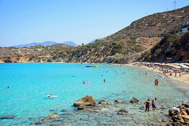 Туристы на пляже Istro, Крите стоковое фото rf