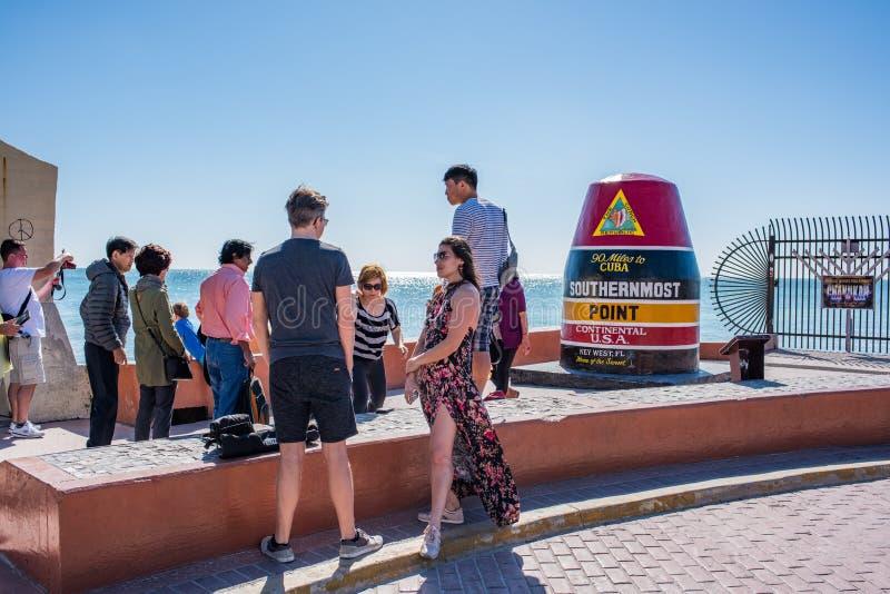 Туристы на самый южный этап континентальных Соединенных Штатов стоковое фото rf