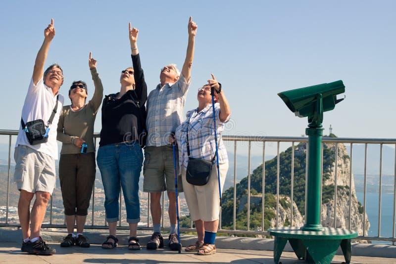 Туристы на утесе Гибралтара стоковое изображение rf