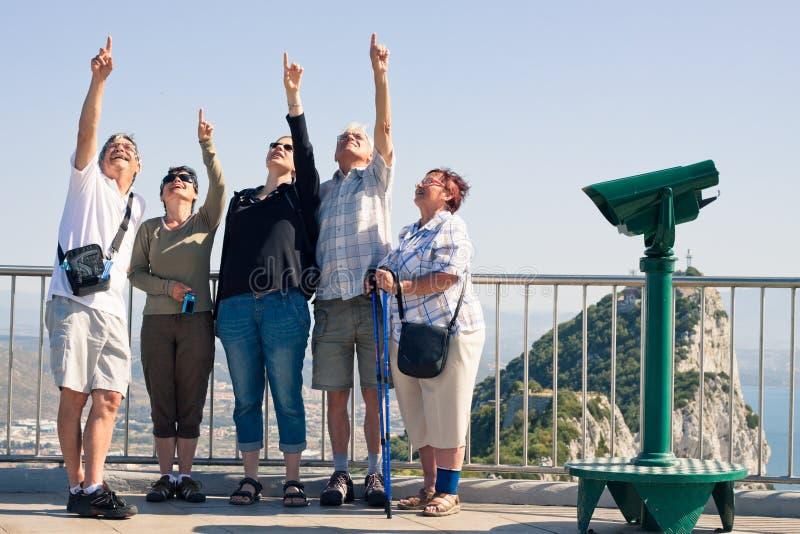 Туристы на утесе Гибралтара стоковая фотография rf