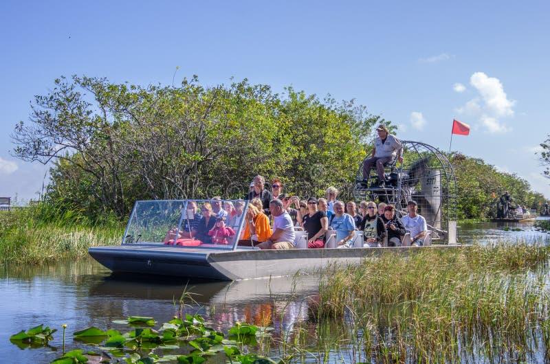 Туристы на airboat, болотистые низменности - Майами стоковые фотографии rf