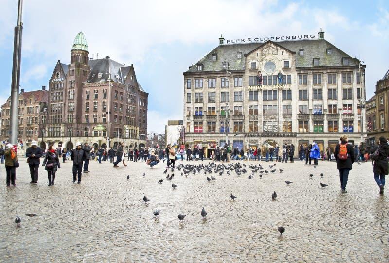 Туристы перед музеем Амстердамом Голландией Мадам Tussaud стоковые фото