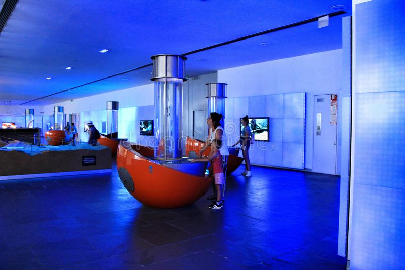 Туристы посещая подводный музей Cartagena стоковые изображения rf