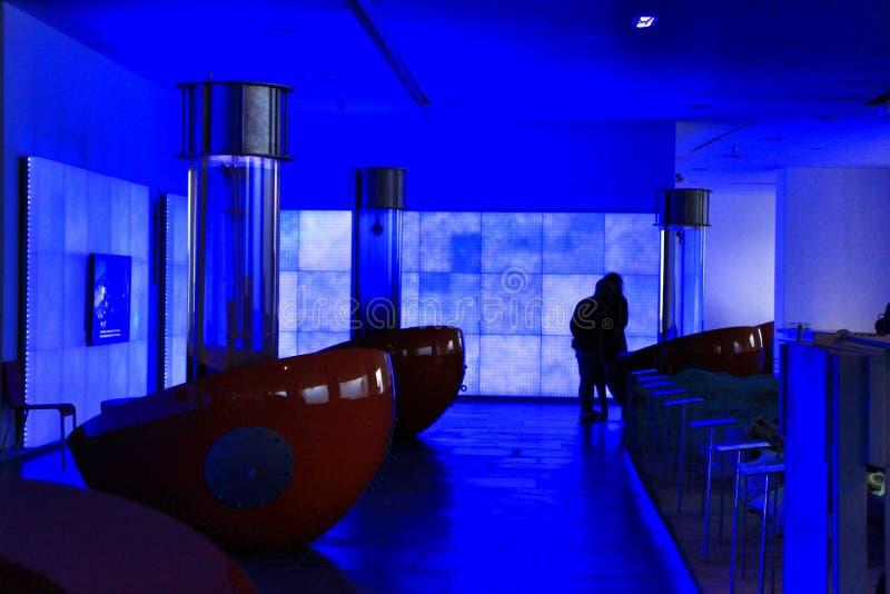 Туристы посещая подводный музей Cartagena стоковые изображения