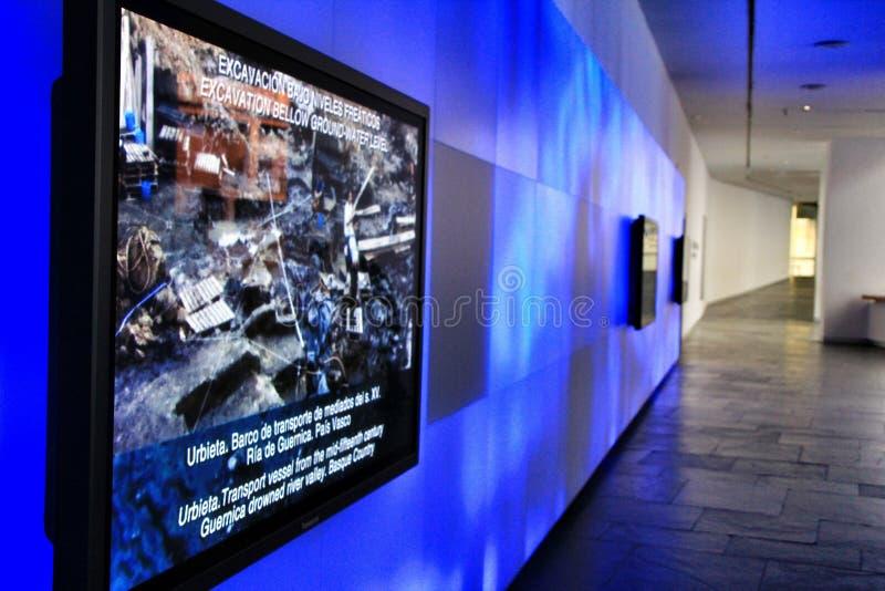 Туристы посещая подводный музей Cartagena стоковая фотография