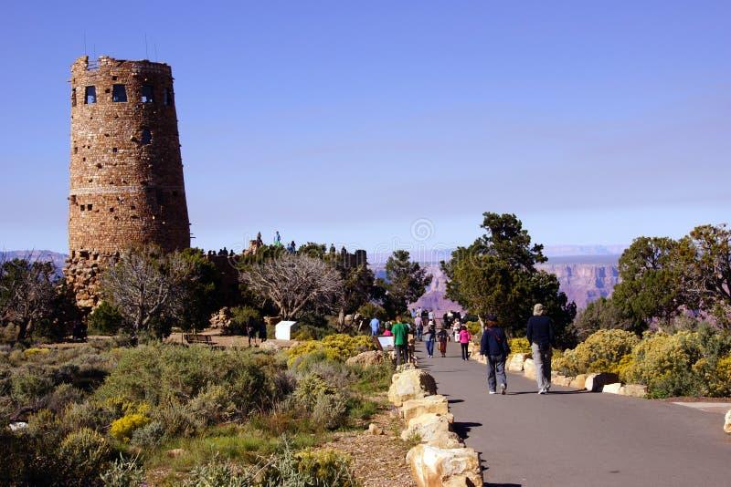 Download Туристы причаливают сторожевой башне Стоковое Фото - изображение насчитывающей грандиозно, путешественник: 40590018
