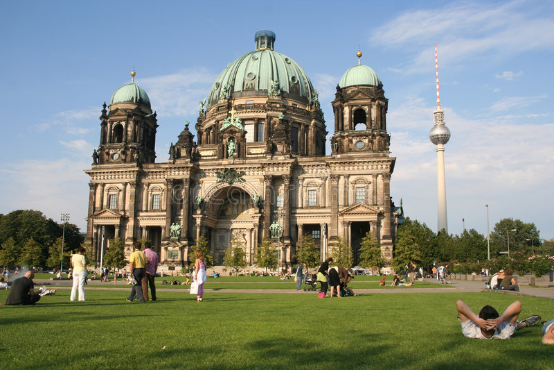 туристы собора berlin стоковая фотография