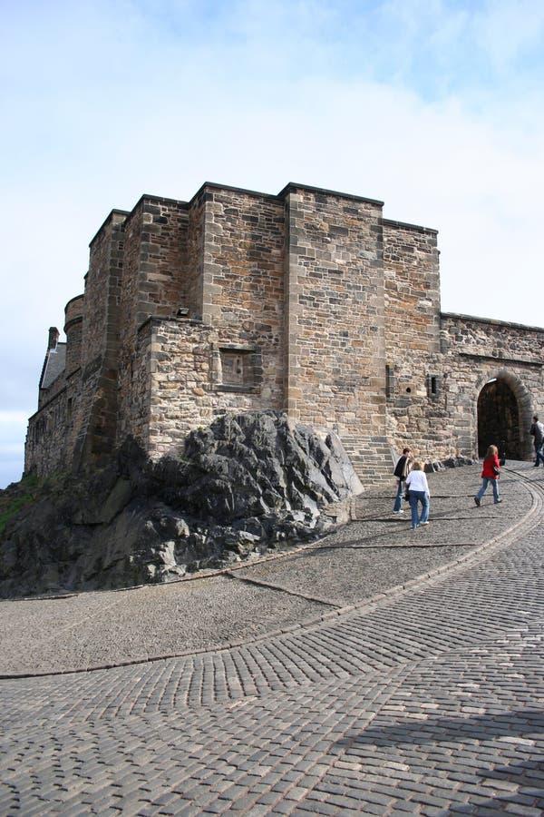 туристы edinburgh замока стоковое фото