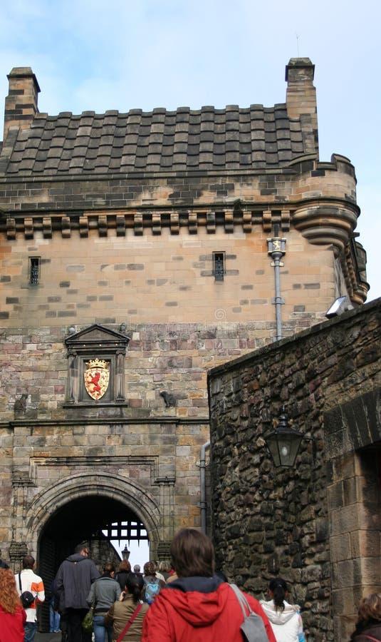 туристы edinburgh замока стоковые фото