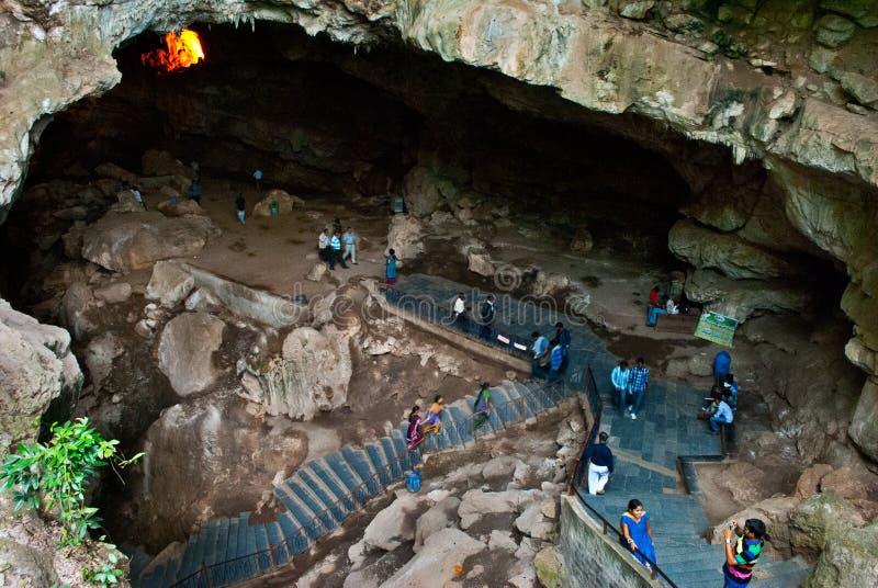 Download Турист входя в пещеры Borra Редакционное Стоковое Фото - изображение насчитывающей туризм, импрессивно: 41656953
