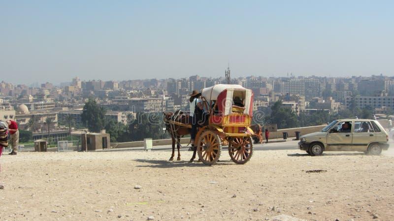 Турист идя до экипаж, Каир стоковая фотография