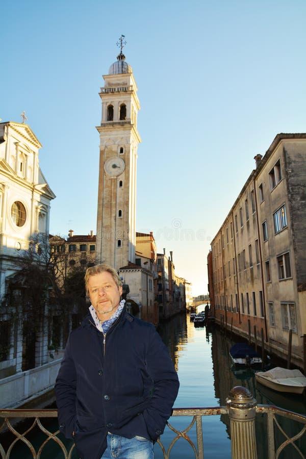 Турист и городской пейзаж, Венеция, Италия стоковое изображение rf