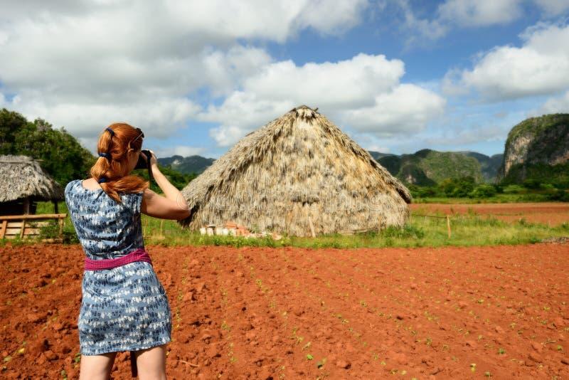 Турист на долине Кубе Vinales стоковая фотография