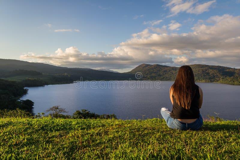 Турист на озере Коут стоковые фотографии rf