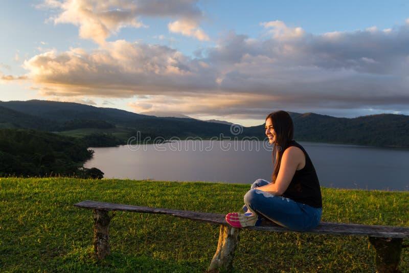 Турист на озере Коут стоковая фотография rf