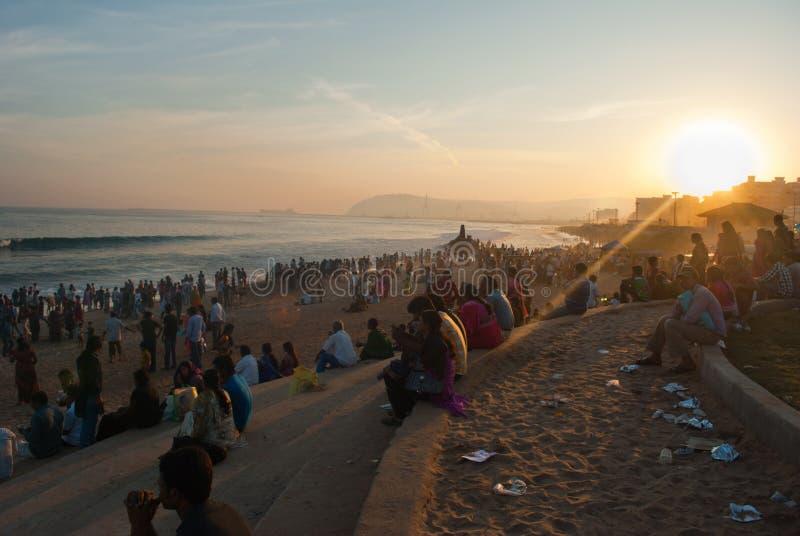 Download Турист на пляже редакционное стоковое фото. изображение насчитывающей люди - 41657288