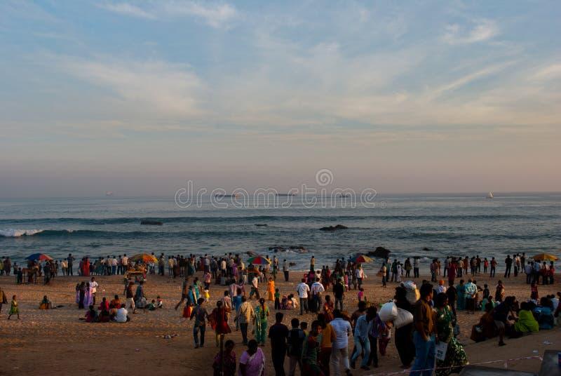 Download Турист на пляже редакционное фото. изображение насчитывающей море - 41661121