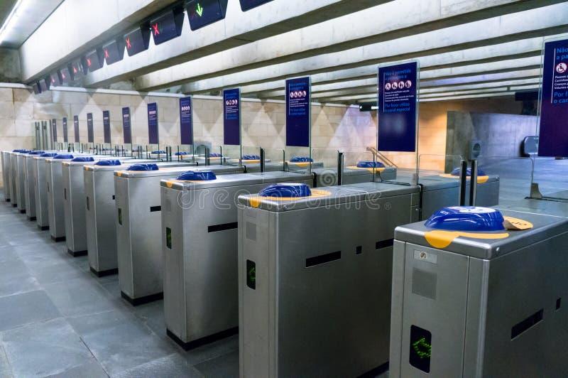 Турникеты на входе к метро стоковая фотография