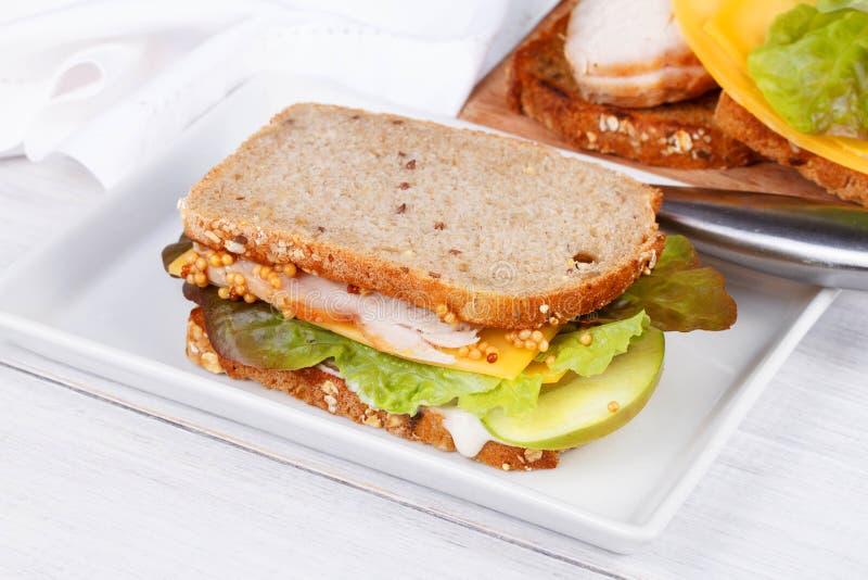 Турция, чеддер, и зеленый сандвич яблока стоковая фотография rf