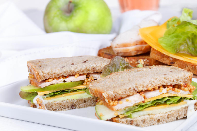 Турция, чеддер, и зеленый сандвич яблока стоковые изображения